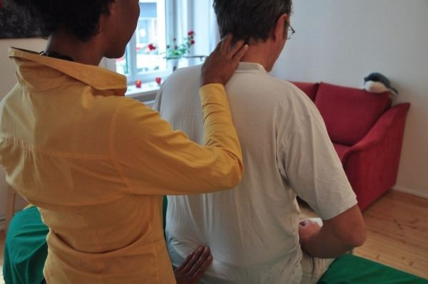 therapeutic_touch koerperarbeit schmerz behandlung